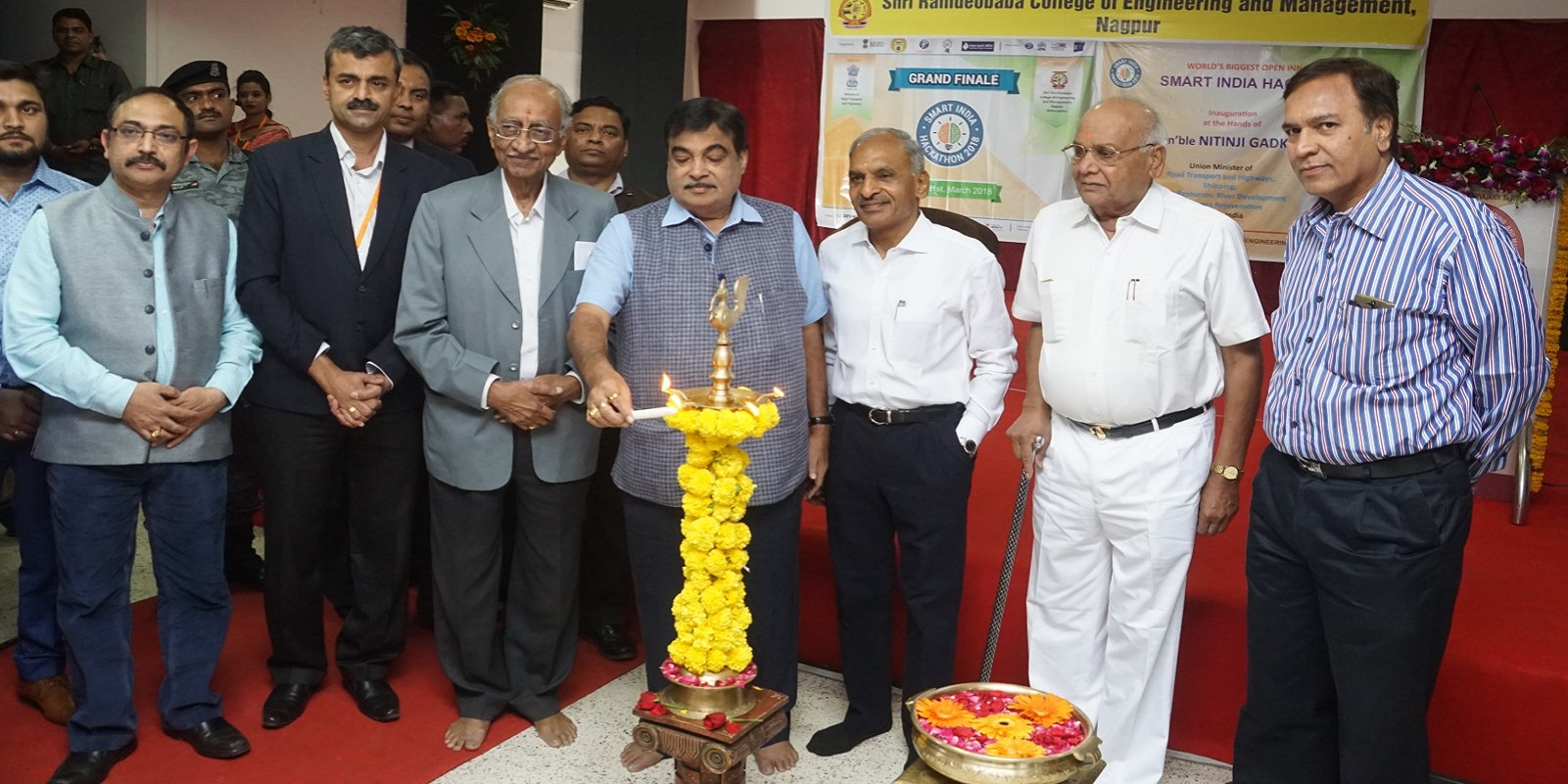 Shri Nitin Gadkari, Hon'ble Union Minister for Road Transport and Highways inaugurated the Smart India Hackathon-2018 today at Shri Ramdeobaba College of Engineering and Management (RCOEM)
